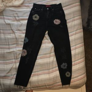 Pull and bear embroidered mom jeans